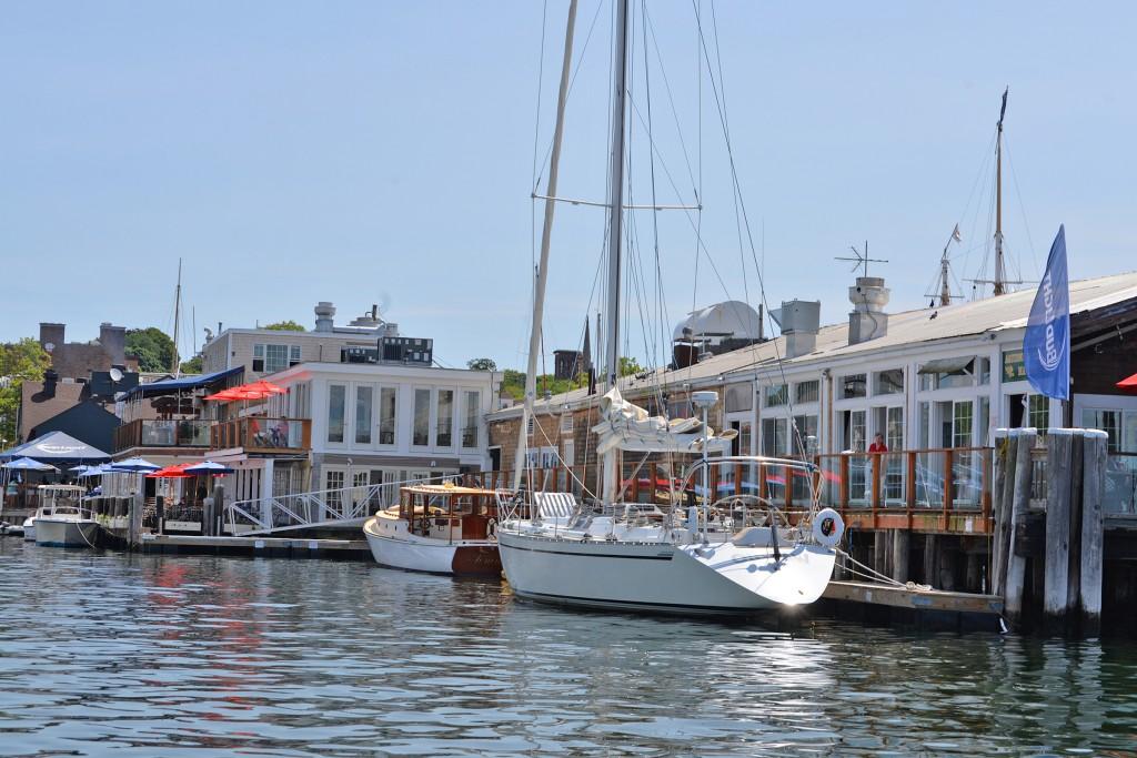 boatsatrestaurantdock